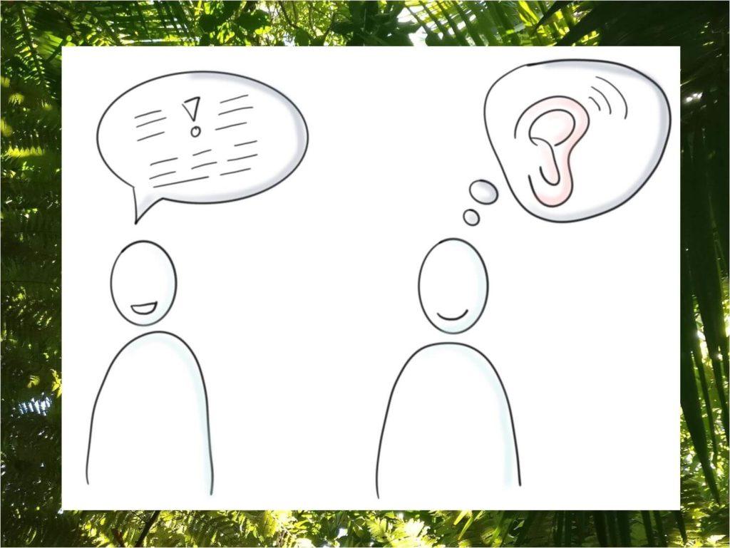 Das Bild zeigt zwei stilisierte Männchen, die eine Unterhaltung führen. Der reine redet, der andere hört einfach nur mit voller Aufmerksamkeit zu. Genau darum geht es beim achtsamen und aktiven Zuhören. Visualisert von www.achtsam-engagiert.de