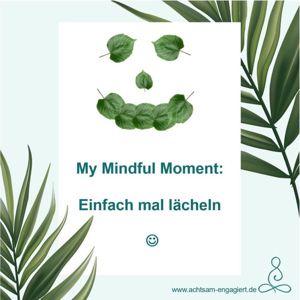 My Mindful Moment: Lächeln.  Bestimmt weißt du längst, dass unser Gehirn ein falsches Lächeln nicht von einem echten Lächeln unterscheiden kann. Wie wäre es daher heute mal mit diesem Trick 17 der wunderbaren Selbst-überlistung?