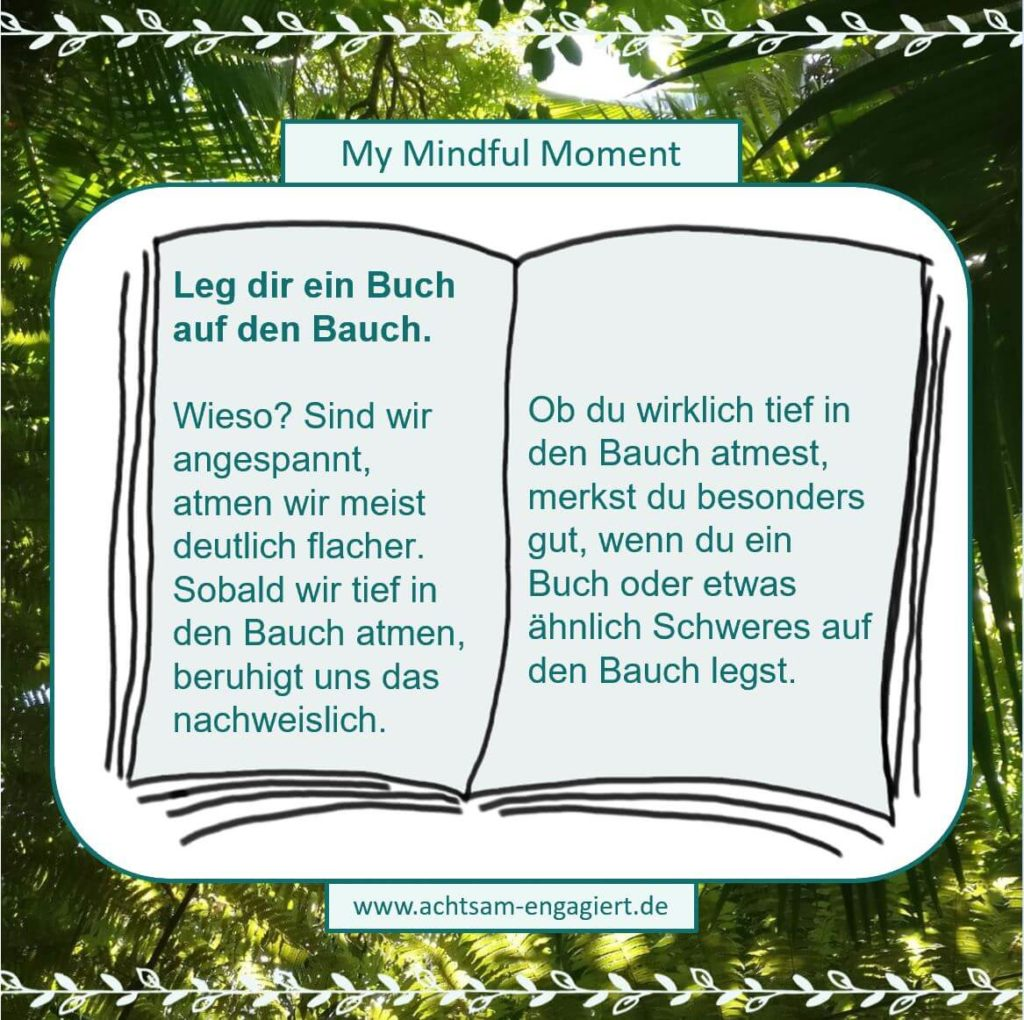 My Mindful Moment: Leg dir ein Bauch auf deinen Bauch. Dies unterstützt dich dabei tiefer in den Bauch zu atmen. Visualisiert von www.achtsam-engagiert.de